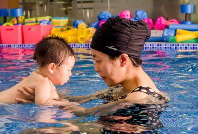 亲子游泳对宝宝有哪些好处?