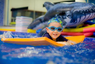 亲子游泳对宝宝有哪些益处?
