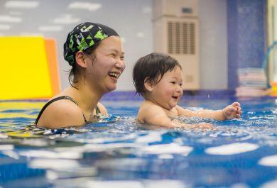 亲子游泳对宝宝有什么影响?